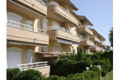 Apartamento 1 habitación con terrasa vista jardines y piscina